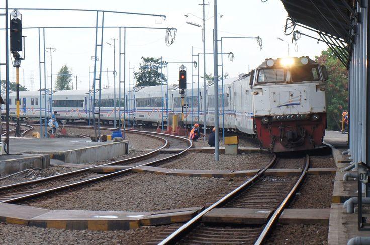 Argo Bromo Anggrek - Departure from Semarang. Train Station Photography