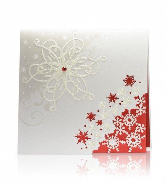 Biały oraz czerwony perłowy papier, biały perłowy nadruk, plastyczna termografia. Biała termograficzna śnieżynka z czerwonym kryształkiem pięknie przyozdabia pierwszą stronę kartki. Laserowo wycięte śnieżynki pięknie kontrastują z czerwonym błyszczącym papierem wewnętrznym.
