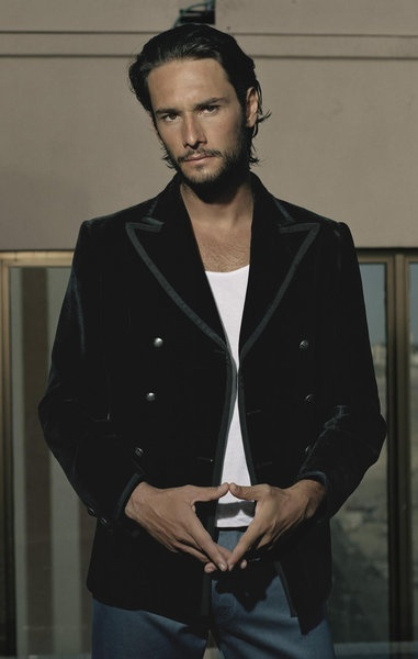 Rodrigo Santoro. AKA Karl from Love Actually!  I love him.