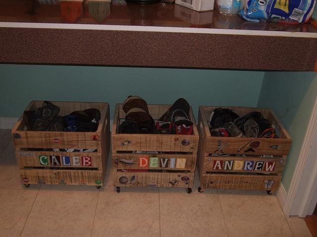 Personalized Pallet CratesPallets Crates, Shoes Boxes, Crates Storage, Pallets Garages, Dresses Shoes, Back Porches, Personalized Shoes, Personalized Pallets, Garages Shoes Organic