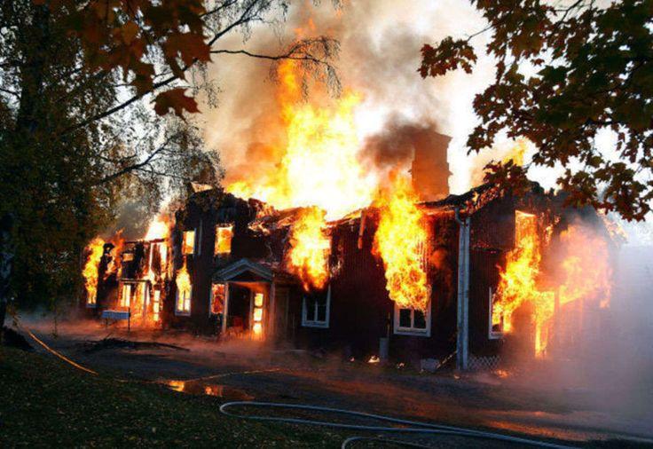 Ett av flerfamiljshusen på Vivstavarv brann i oktober ner till grunden. Efter en långdragen diskussion med försäkringsbolaget undersöker nu...