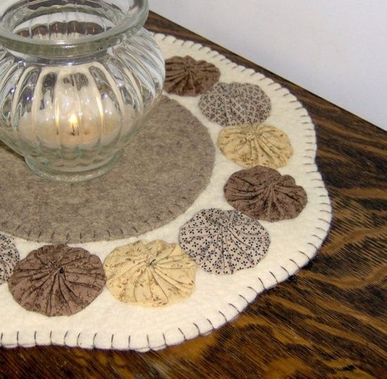 Candle Mats | Penny Rugs & Candle matts / felt candle mat with yo yos