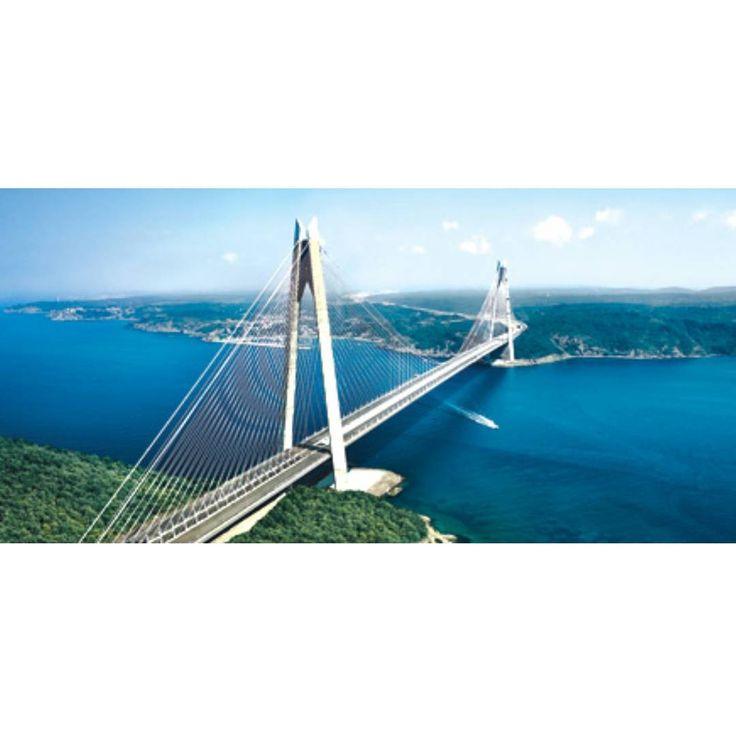 Yavuz Sultan Selim Köprüsü kule yüksekliği ve ara açıklığı ile dünyanın en büyüğük köprüsüdür. Köprünün iki yük treninin aynı anda geçebileceği şekilde tasarlandı. Kabloların 100 yıllık kullanım süresine sahip olduğu ve yorulmadan dolayı herhangi bir değişikliğe gerek yok. Tüm teller uç uca eklendiği zaman 124 bin 832 km yol kat edilmiş olur. Buda dünyanın etrafında 3 defa dönmeye denk gelir. Son 40 yılda İstanbulda en yüksek rüzgâr hızı saatte 130 km köprü ise 170 km rüzgara dayanabilcek…