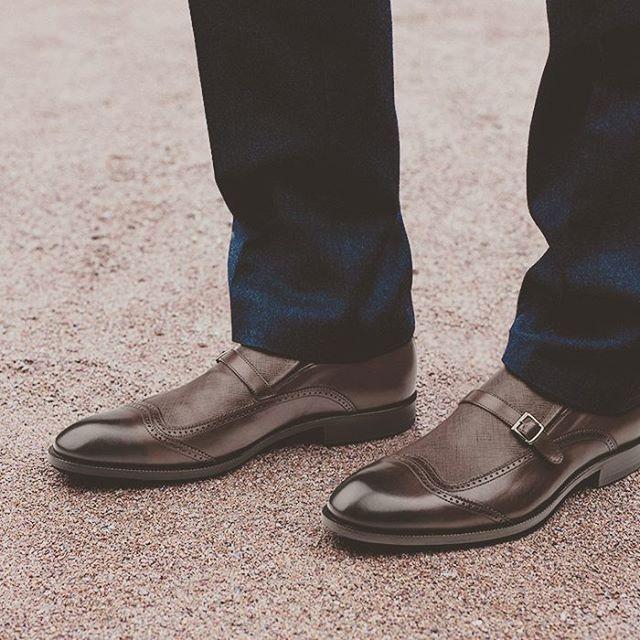 Toka detayına sahip sığır derisinden özenle üretilen OGGI PATTERN ile tarzınızı hareketlendirin. #casual #casualayakkabı #casualshoes #shoes #handmadeshoes #shoesoftheday #photooftheday http://bit.ly/1P21oh9