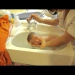 Bathing Baby: Sonia Rochel  I came across this video online and was mesmerized. Before I knew what had happened tears were rolling down my cheeks.  Wondering how to bath your baby properly?  Just watch this video.