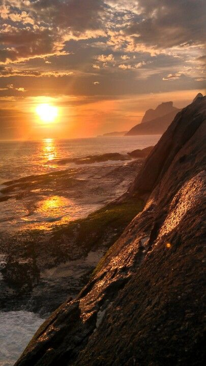Pr do Sol na Pedra do Arpoador. Rio de Janeiro- Brasil / Sunset in Arpoador Rock, Rio de Janeiro Design  by http://freefacebookcovers.net