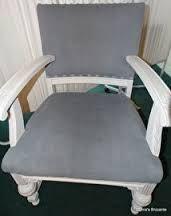 Oma's Brocante: grote (van origine eiken) stoel bewerkt met witte en Paris Grey krijtverf: € 95,00