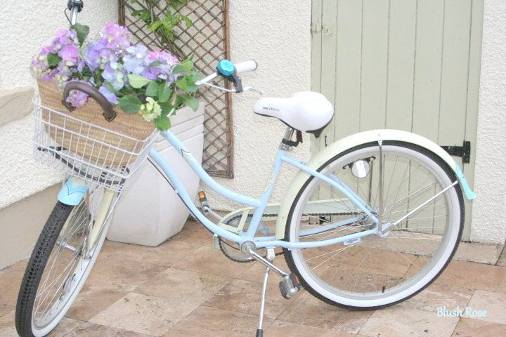 Pretty pastel blue bike