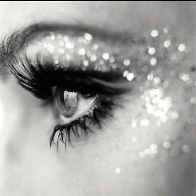 In love!!!: Make Up, Eye Makeup, Beautiful, Glitter Makeup, Eyemakeup, Lashes, Wedding Makeup, New Years, Glitter Eye
