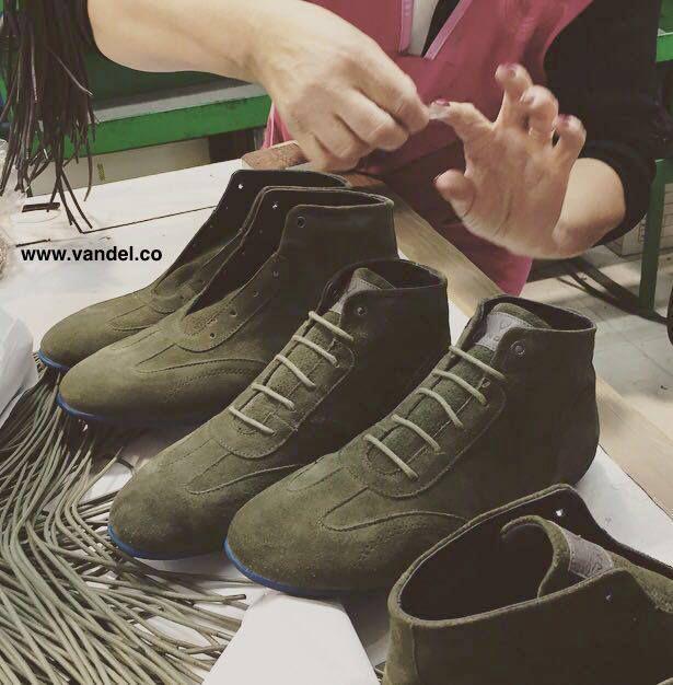 Handmade VANDEL Iconic - Limited Edition, also available in green.   #vandel #vandelco #USGP #design #F1 #WEC #lemans24 #gentleman #gentlemandriver #car #f1grandprix #drivetastefully #endurance #motorsport #fashion #vintagecar #classicdriver #driver #mensfashion #mensfashionreview #instacool #work #mensfashionpost #mensfashionblogger #mensfashionweek #mensfashionstyle