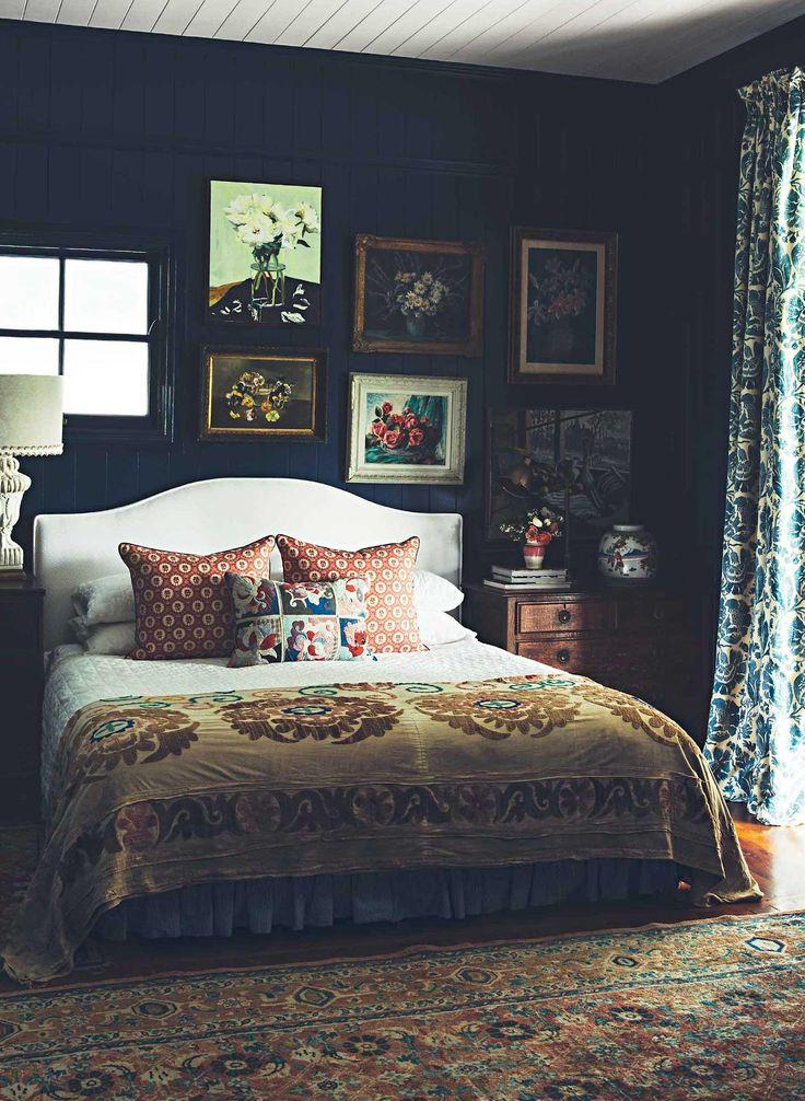 Dark moody intesting quirky bedroom masterbedroom