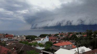 Um Impressionante 'Tsunami de Nuvens' Cai Sobre Sydney
