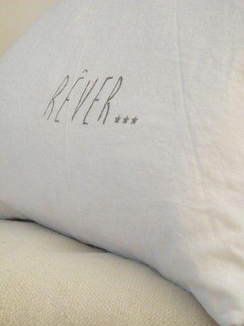 Image of Coussin en lin blanc 'REVER'