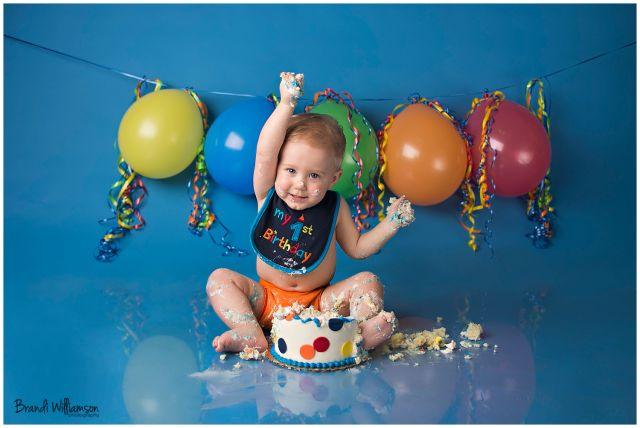 © Brandi Williamson Photography | NE Ohio Photographer | 1st birthday smash cake