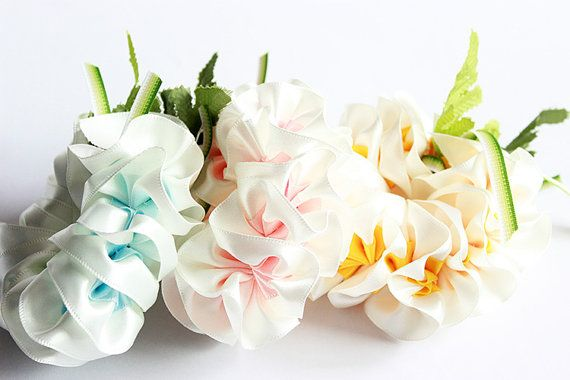 This is ribbon lei for ukulele. This is the head accessories of ukulele.It is made with ribbon. the fiower name is plumeria.  Size is free. (This lei