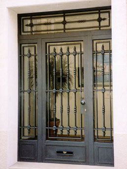 M s de 25 ideas fant sticas sobre portones de hierro for Puertas de entrada con vidrio