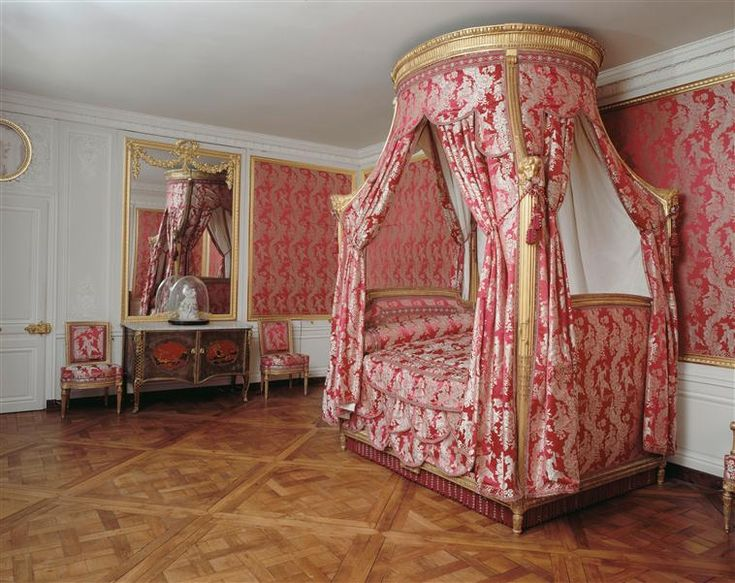 La visite du petit trianon la chambre louis xv bedroom for Chambre louis xvi versailles