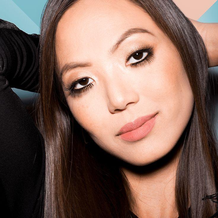 how to put on fake eyelashes with mascara