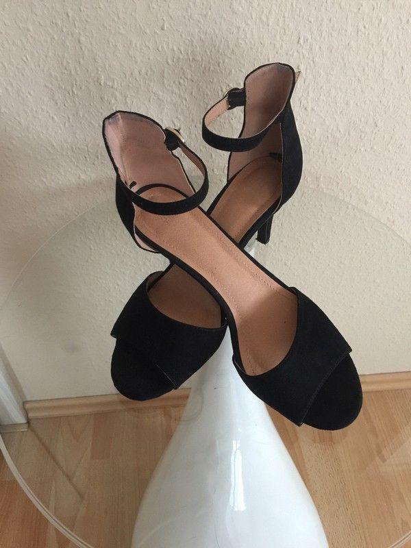 Mein Tolle Sandalen von H&M schwarz von H&M! Größe 40 für 13,50 €. Sieh´s dir an: http://www.kleiderkreisel.de/damenschuhe/hohe-schuhe/149420763-tolle-sandalen-von-hm-schwarz.