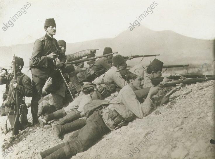 Erster Weltkrieg, 1914/18 (Türkei als Verbündeter des Deutschen Reiches): Infanterie im Gefecht.