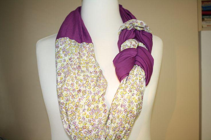gemustert - Loop Schlauchschal Schal Tuch lila weiß Blumen - ein Designerstück von trixies-zauberhafte-Welten bei DaWanda