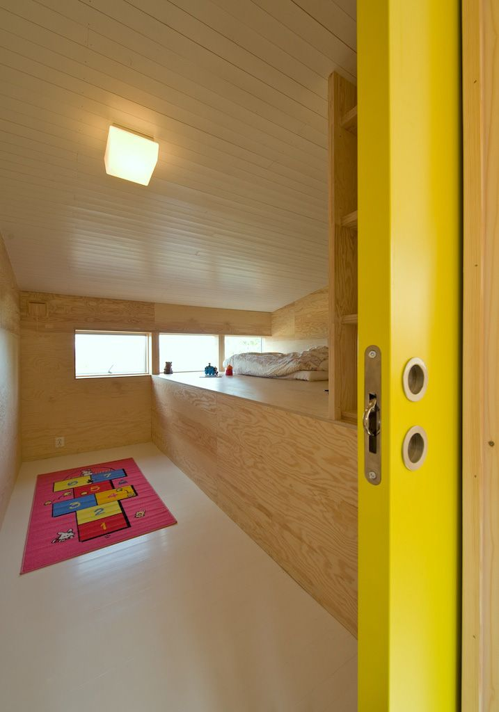 minus the door and hopscotch rug, this is a pretty awesome room