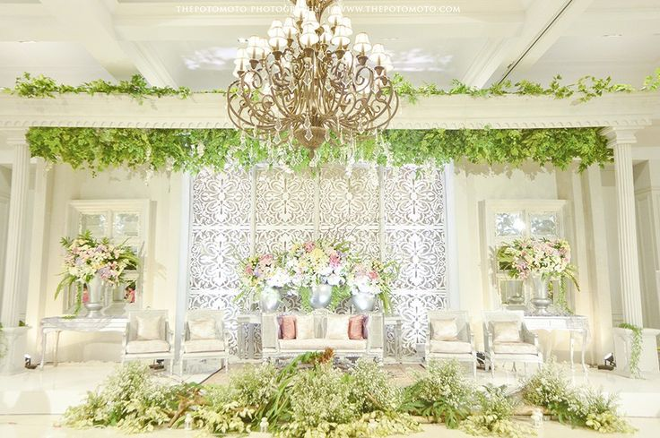 Outdoor Javanese Wedding at De La Rossa Kemang - Thepotomoto - Tiwi