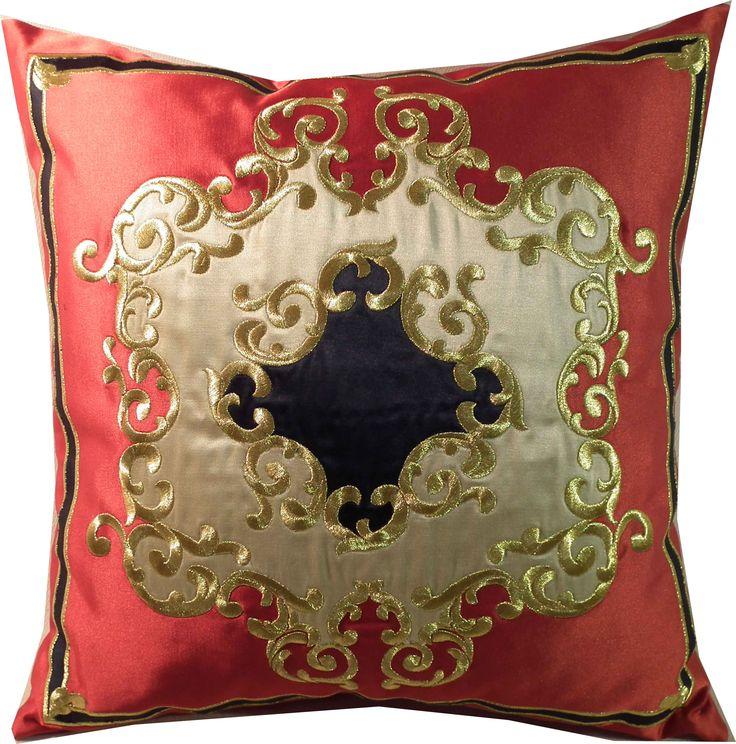 haftowana złotem poduszka z kolekcji pałacowej rozm. 45 cm x 45 cm. Wykonywana na zamówienie