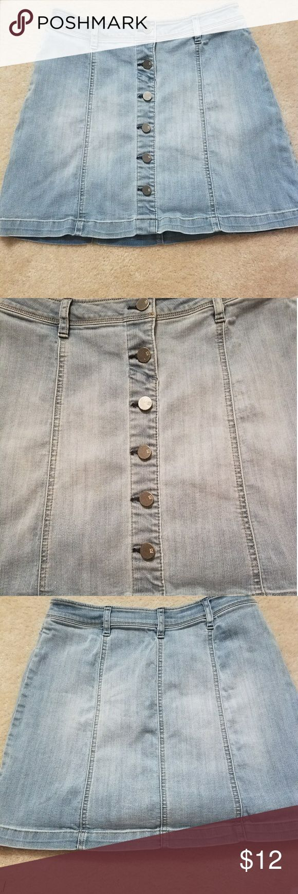Denim Skater Skirt!! Super cute Button down denim skater skirt from New York and Company!! A year old... in good condition. Keep in mind this skirt is a mini!! Great all year round!! New York & Company Skirts Circle & Skater