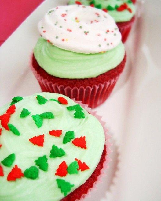 Mint & Red Velvet Christmast Cake, Red Velvet Cupcake, Christmas Cupcake Recipe #christmas #food #cake www.loveitsomuch.com