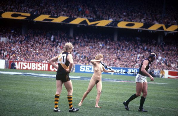 The Streaker, Grand Final, MCG 1982 shes got more hair downstairs than bruce has upstairs