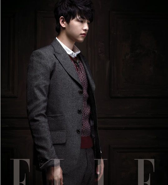 Song Joong Ki was recently featured in a fashion spread for Elle Magazine, showing off both his boyish and gentleman-like sides.