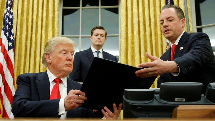 Der US-Präsident Donald Trump hat ein neues Migrationsdekret verabschiedet, teilt die New York Times mit. Das neue Dokument verwehrt den Bürgern Syriens, des Jemens, Sudans, Libyens, Somalias und des Irans vorübergehend die Einreise in die USA. Somit wurde der Irak von der Liste der Einreiseverbote genommen. Darüber hinaus wurde das Programm zur Aufnahme der Flüchtlinge für 120 Tage suspendiert. Die Maßnahme betrifft jedoch nicht die Vertriebenen, die bereits vom Staat aufgenommen worden…