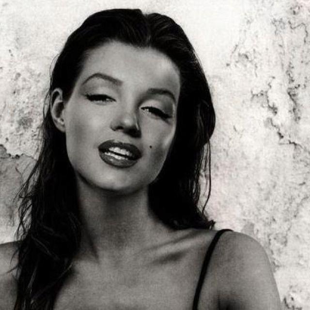 Marilyn Monroe... natural brunette