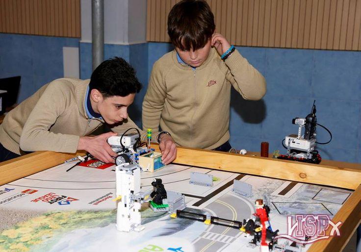 #ColegiosISP prepara la First Lego League de Valencia a la que acudiremos el próximo 12 de marzo. Los alumnos de #RobóticaISP, una de las #extraescolaresISP más atractivas, han participado este jueves en un torneo de selección entre los diferentes equipos del colegio. El resto de alumnos de #PrimariaISP del centro han observado los robots creados por sus compañeros y las diferentes pruebas. ¡Las eliminatorias han sido muy emocionantes! ¡Preparados para la #FLLSpain!👏👏👏