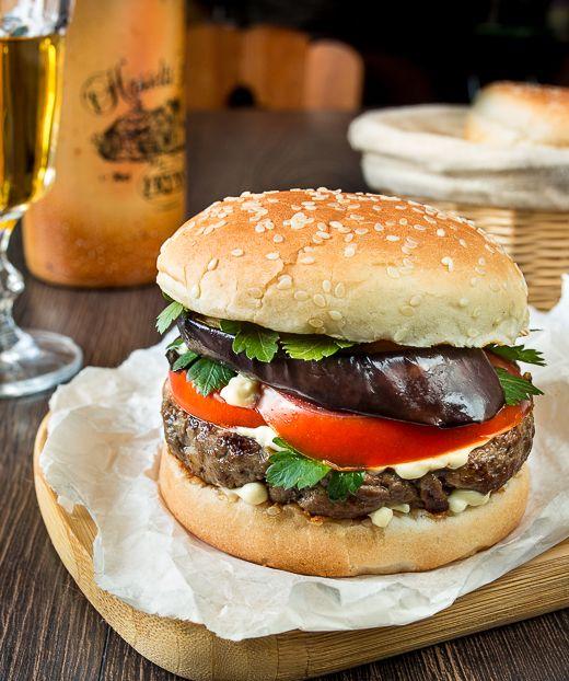 Бургер с говядиной и баклажаном