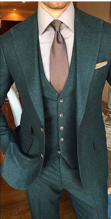 Strong Look, All Green For 2017 #menssuitsstylish