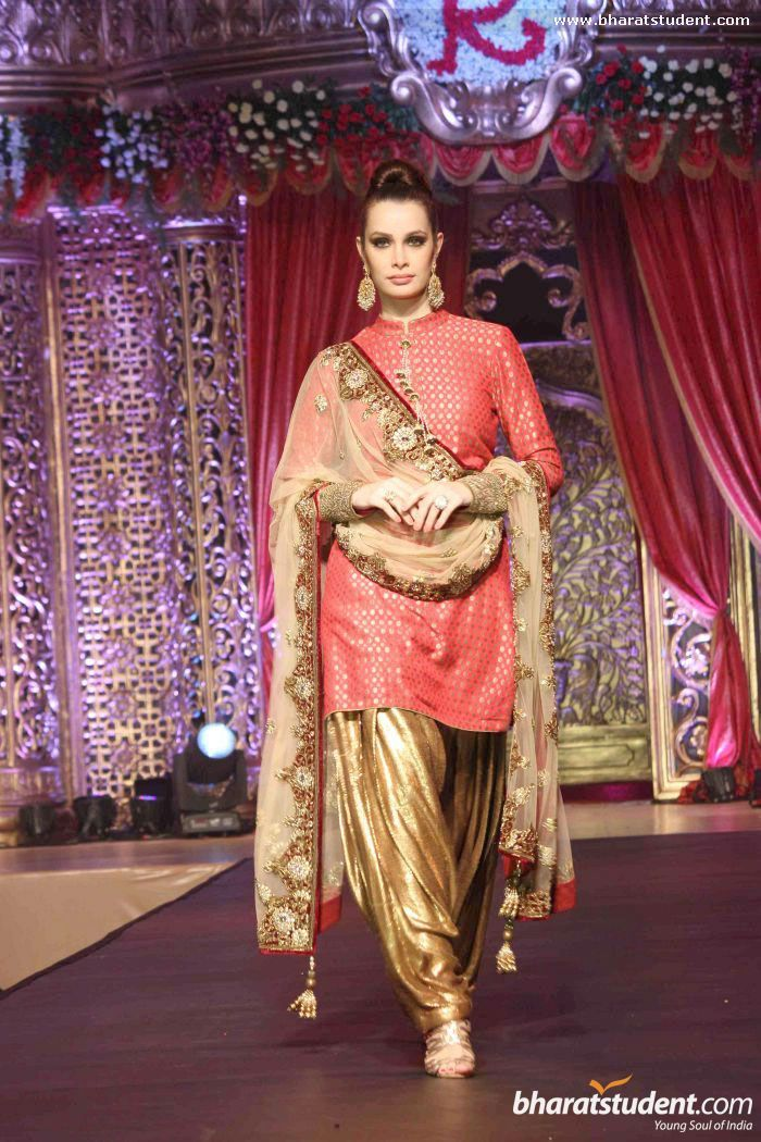 Vikram Phadnis salwar suit... love that gold shalwar