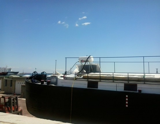 Calημέρα, το ότι οι ηλιακοί Calpak είναι περιζήτητοι το ξέρουμε όλοι. Αλλά, να τους δούμε και πάνω σε καράβι; Φαίνεται ο καπετάνιος ΔΕΝ διαπραγματεύεται το ζεστό του μπάνιο!
