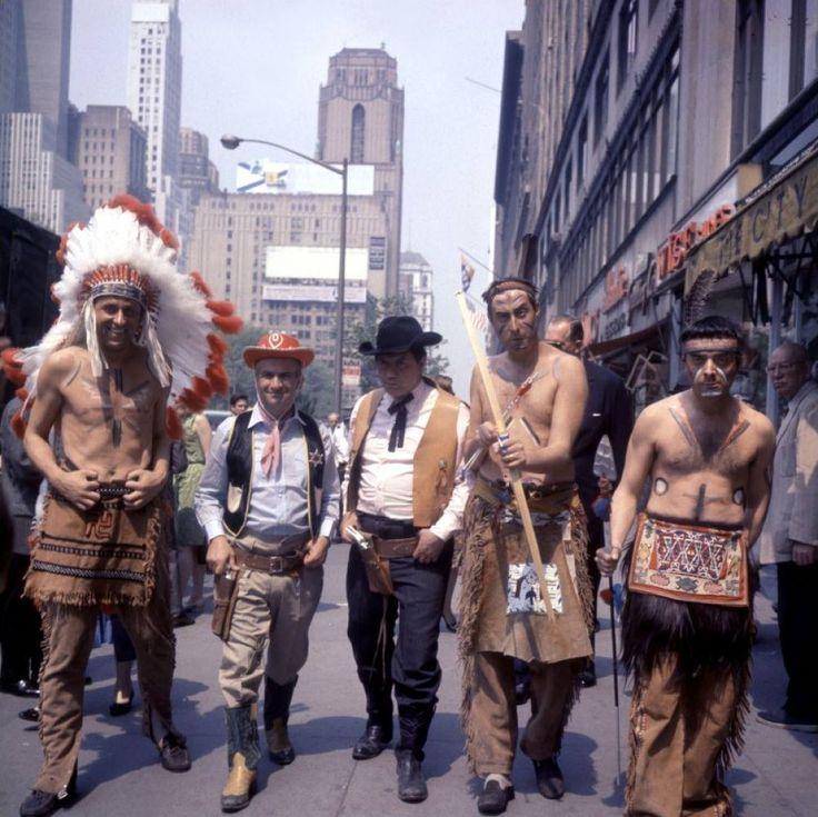 Tournage du gendarme à New York  avec Christian Marin, Louis de Funès, Michel Galabru, Guy Grosso et Michel Modo.