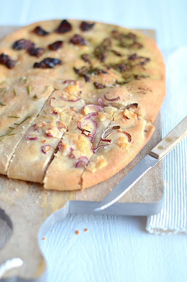 Lekker en eenvoudig recept voor foccaia brood met 4 verschillende toppings.
