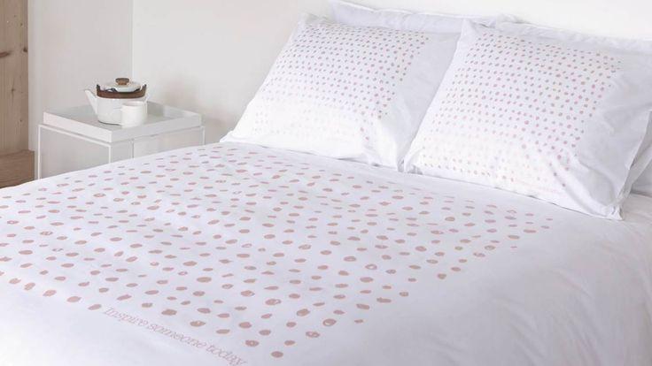 Het dekbedovertrek Dots van Walra heeft een trendy wit dessin met koperkleurige stippen. Het overtrek is heerlijk basic en past mooi in elke slaapkamer!