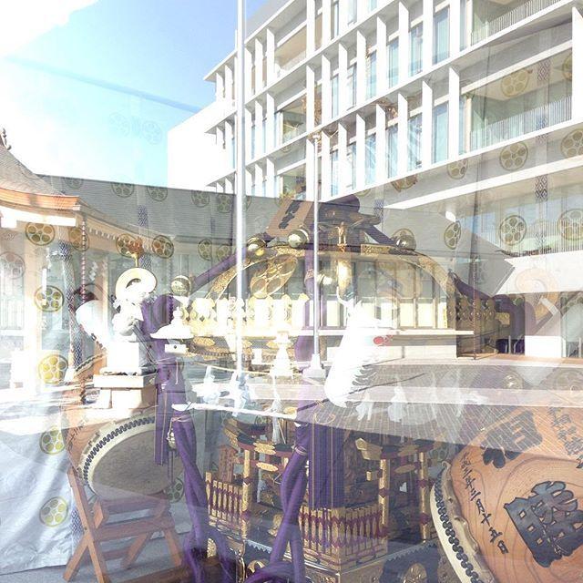 【blufiori】さんのInstagramをピンしています。 《Sirius ビルが映るガラスケース 大和天満宮@神奈川県。  シリウス、訪れたいなあと 思ったとたんに、すぐの訪問。 迎えてくださる道真公(笑)。 #大和天満宮  #2017  #シリウス  #Sirius #深見神社 #大和 #桜 #梅 #インコ  #light #相模國 #延喜式内社  #鹿島神宮  #武甕槌神  #諏訪神社 #醍醐天皇  #藤原時平 #源頼朝 #大和天満宮 #菅原道真 #スサノオ #闇龗神 #シリウス #宇宙語  #惟喬親王  #小野小町 #スピリチュアルspotメッセージ  #Happinessの共鳴 #spiritual  #love #follow #スピリチュアルSpotツアー大和》
