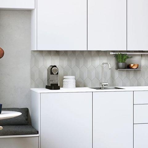A narrow sink equals more tabletop space  #kvik #compactliving #smallspaceliving  #sentibykvik #keuken #kitchen #kök #kjøkken #køkken #cuisine #keittiö
