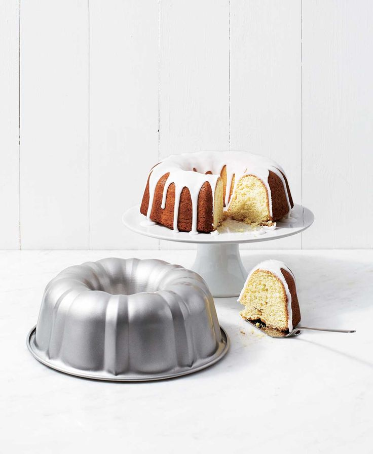 Spring cake baking tin - drizzling in deliciousness!