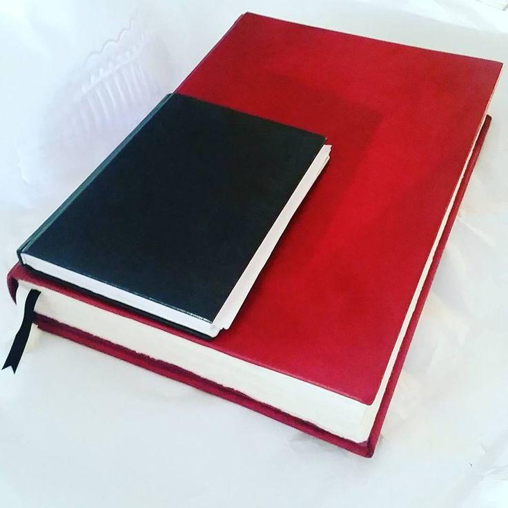 """23 tykkäystä, 3 kommenttia - NiinaKoo (@niina.koo) Instagramissa: """"Normal size book vs. giant... #bookbinding #handboundbook #kirjansidonta #book #leatherbook"""""""