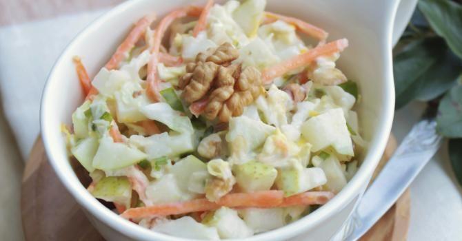 Recette de Salade de chou blanc, pommes et carottes. Facile et rapide à réaliser, goûteuse et diététique. Ingrédients, préparation et recettes associées.