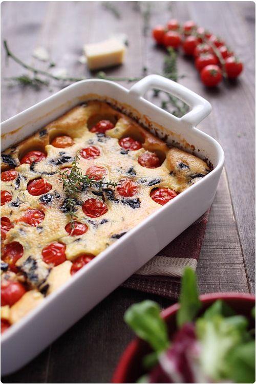 Clafoutis salé pour aujourd'hui ! Ca change des tartes, des quiches, des pizzas. Tous les parfums du Sud se réunissent dans ce même plat : tomates cerise