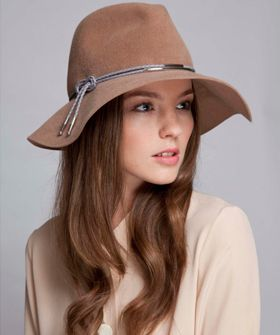 12 Stylish Hats Perfect For A Windy City Fall #6 I want it!!