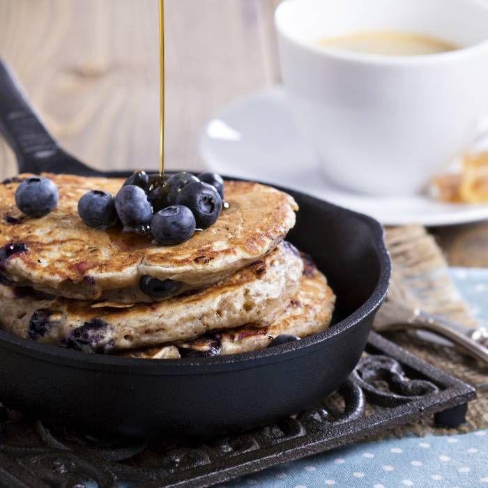 Pannkakor med chia är inte bara väldigt gott, det är väldigt nyttigt också. Chiafrön är rika på protein, kolhydrater, antioxidanter, omega-3 och kostfibrer. Det här enkla receptet är både laktos- och glutenfritt.